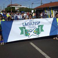 Crianças e adolescentes da ONG no desfile 7 de Setembro