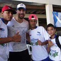 Festa do Dia das Crianças da ONG Lacultesp teve presença do ex goleiro Doni